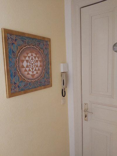 Sri Yantra Bild als Poster im Eingangsbereich